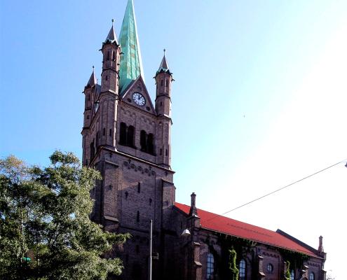 Grønland-kirke---Hele-(sommer)-1