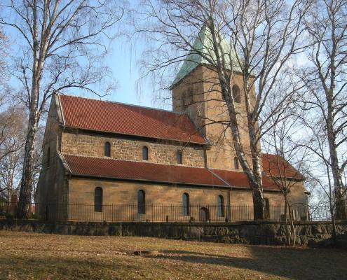 1200px-Gamle_Aker_kirke
